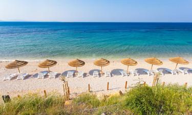 Strande i bugter og sportsfaciliteter