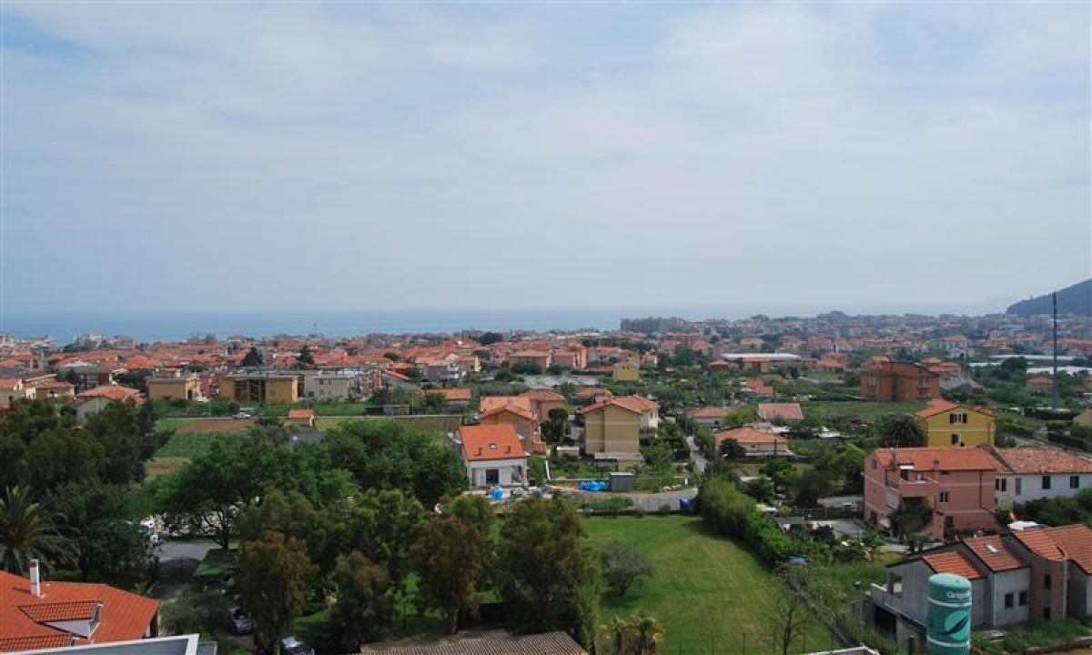 Udsigt til Den Italienske Riviera og byen Loano