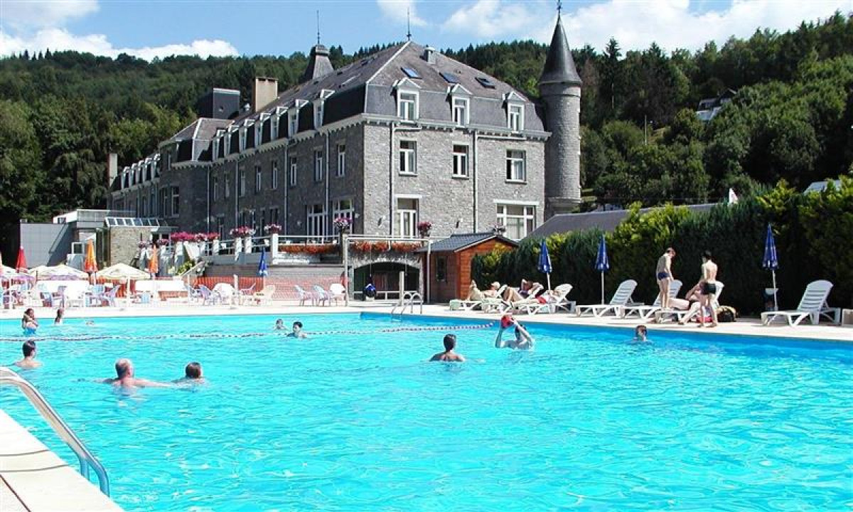 Camping Floreal la Roche i Ardennerne - Udendoers poolomraade