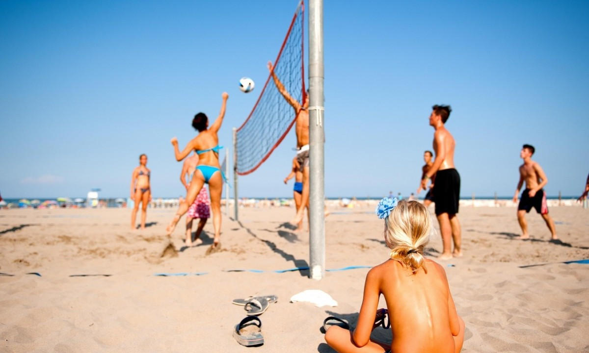 Udfordr familien i beachvolley