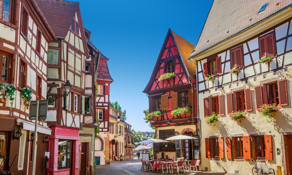 Smuk fransk by - Farvrige huse