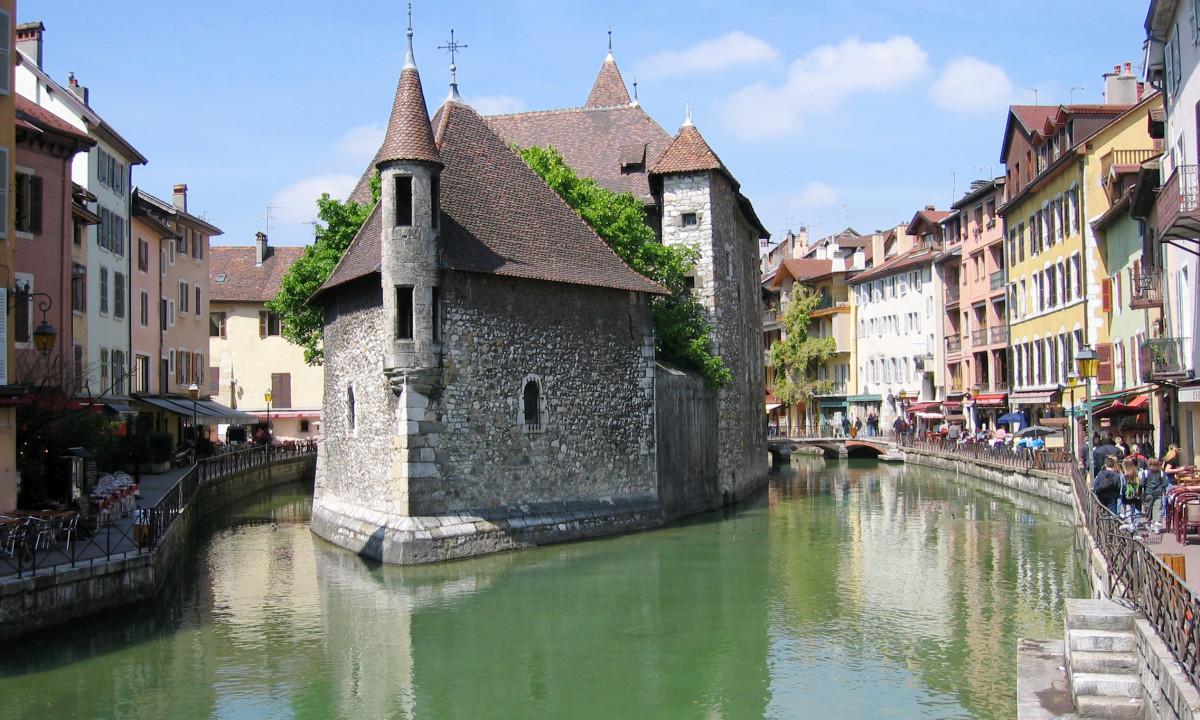 Besoeg Annecy by i Frankrig