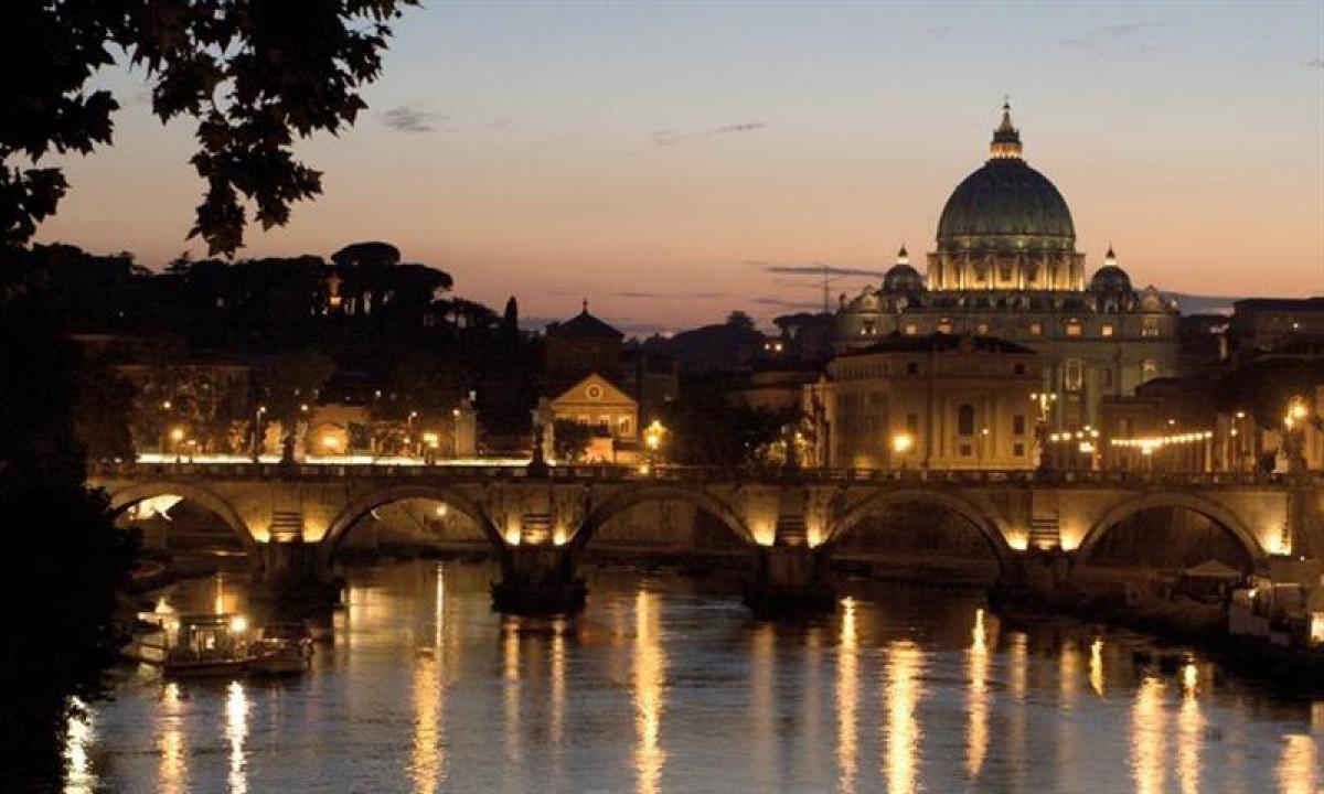 Kirke i Rom om aftenen