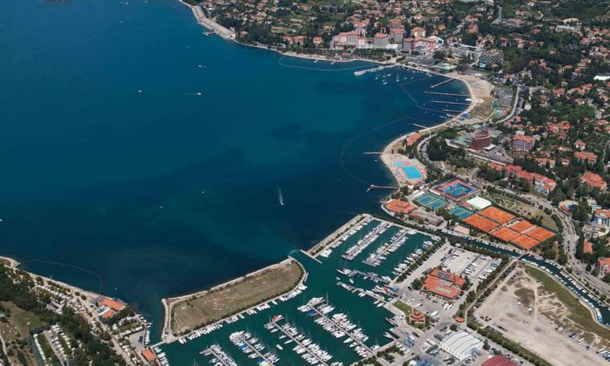 Luftfoto af lystbådehavnen i Portoroz