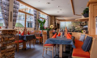 Restaurant og indkøbsmuligheder på Hochmontafon