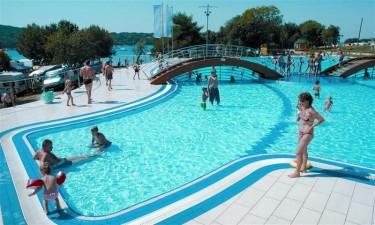 Poolområde og strand