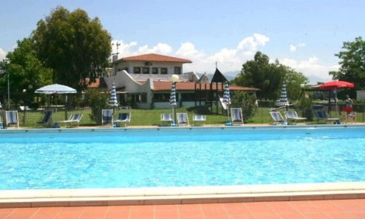 Swimmingpool paa Marina 3B
