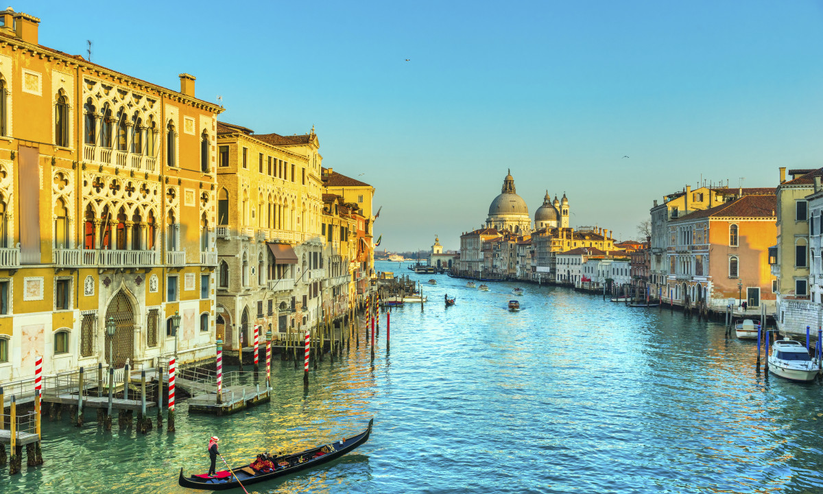 Venedig i Italien - Kanaler, smukke bygninger og gondoler