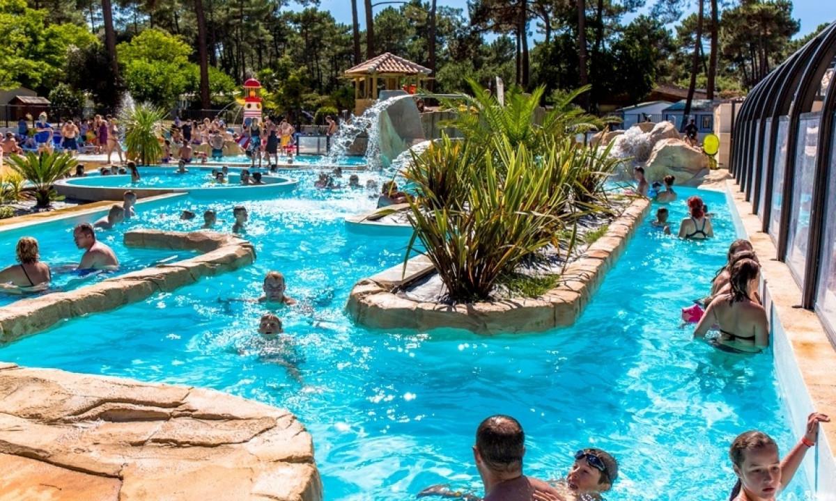 Indbydende pool
