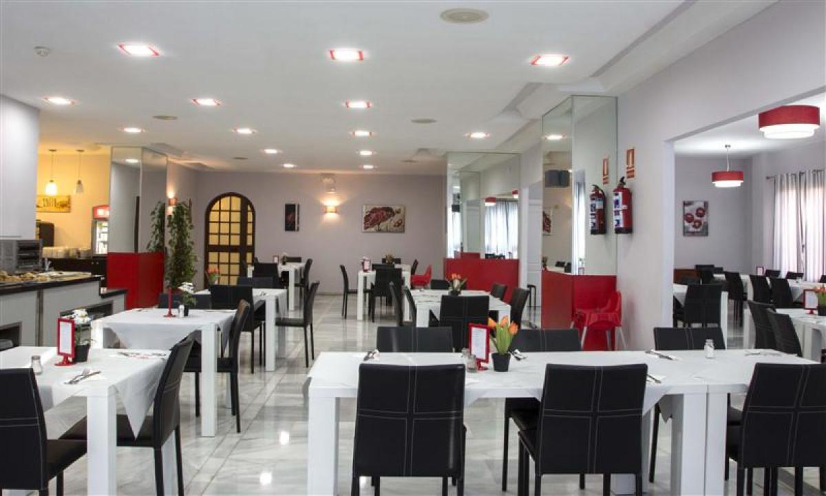 Restaurant paa First Flatotel International