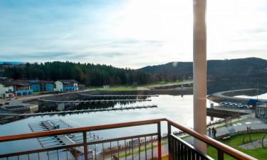 Komfortable ferielejligheder direkte ved Lipno-søen