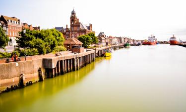 Hyggelige kystbyer og større byer