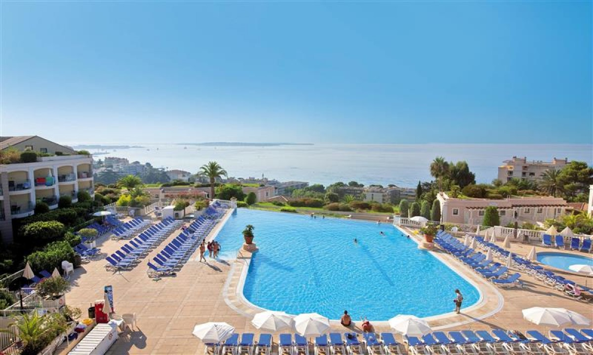 Poolområde og udsigt til Middelhavet