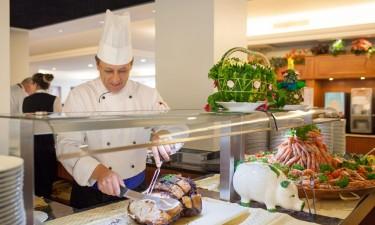 Hotel Majestic Palace ved Gardasoeen i Italien - Buffet hvor kok skaerer koed ud