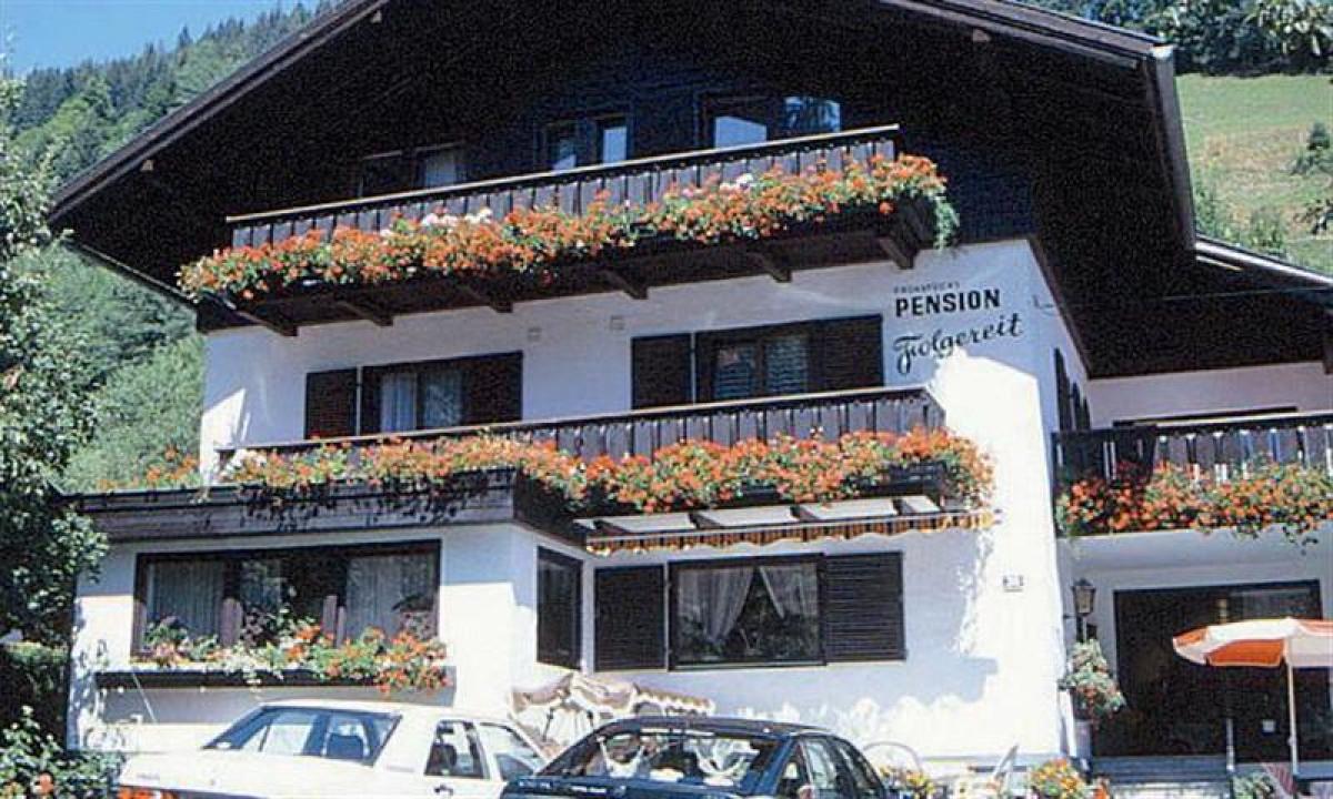 Folgereit - Facaden på huset med blomsterkasser