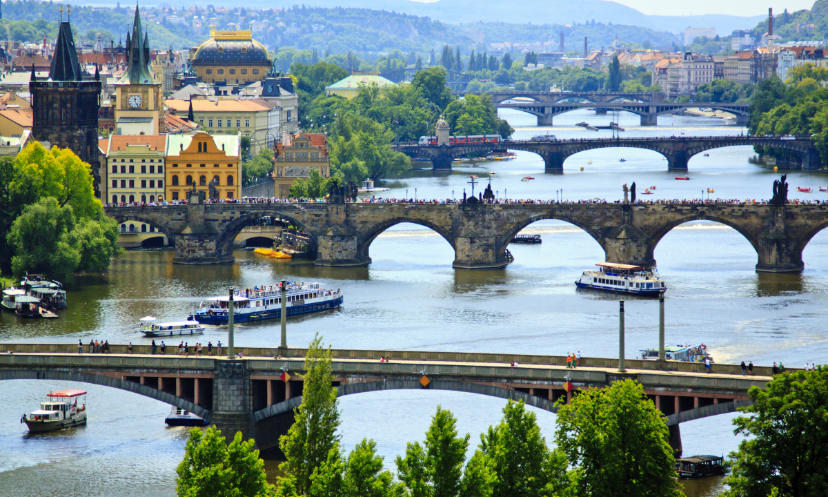 Udsigt til alle Prags broer
