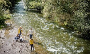 Les Ardennes - Familie ved vandet nær badelandet