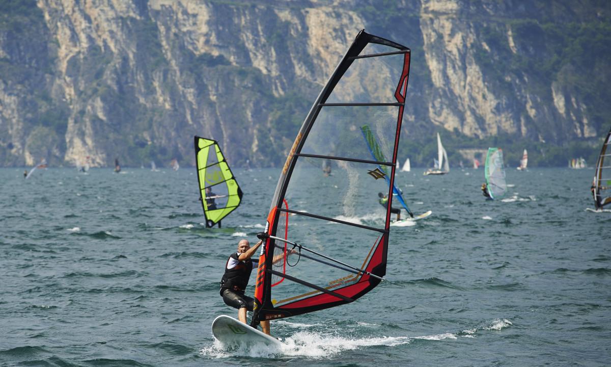Aktivitet - Windsurfing ved Gardasøen