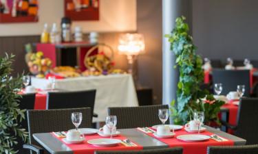 Indkøbsmuligheder og restaurant