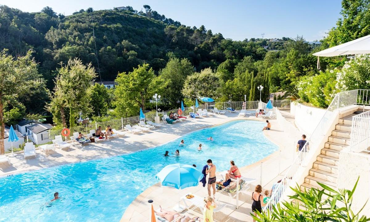 Det dejlige poolområde på Camping Green Park