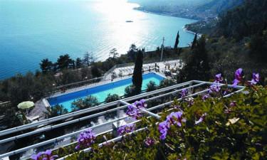 Hotel La Limonaia ved Gardasoeen - Udsigt fra hotellet til soeen
