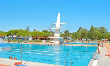 Skønt poolområde til alle aldre