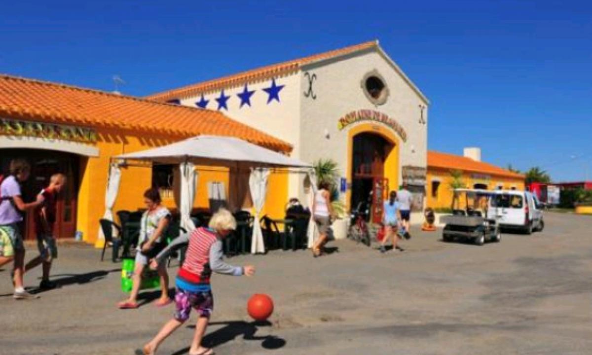 Aktivitet foran feriestedet