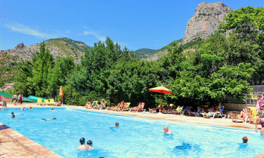 Dlaczego urlop na kempingu Les Princes d'Orange to świetny pomysł?