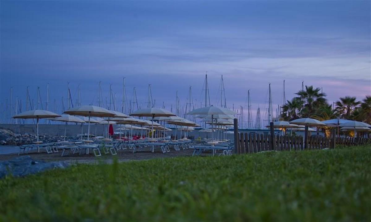 Besoeg byen Santo Stefano Al Mare for indkoeb