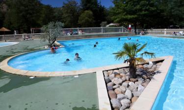 Rummeligt poolområde