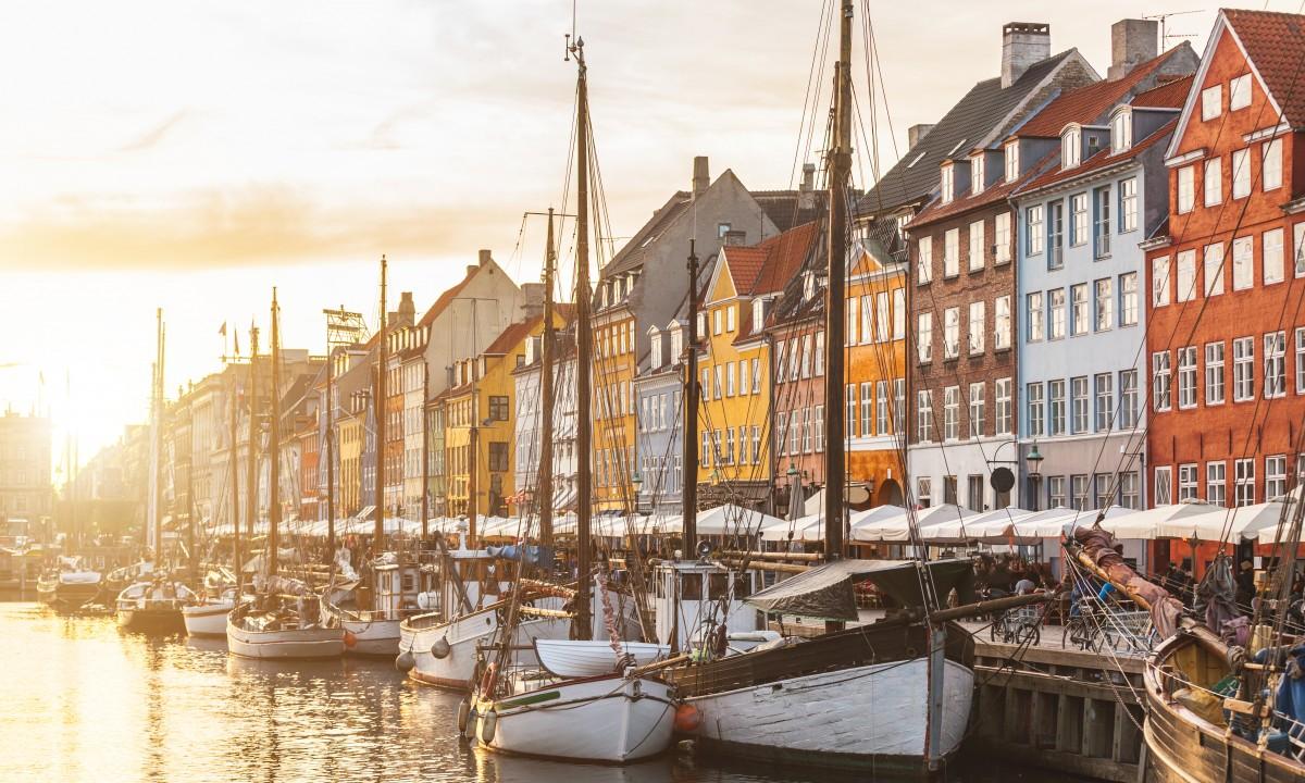 Nyhavn i Koebenhavn i Danmark