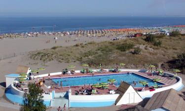 Unik pool og strand med plads til alle