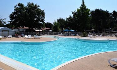 Stor pool og strand i nærheden