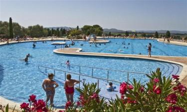 Hele tre poolområder samt lækker strand