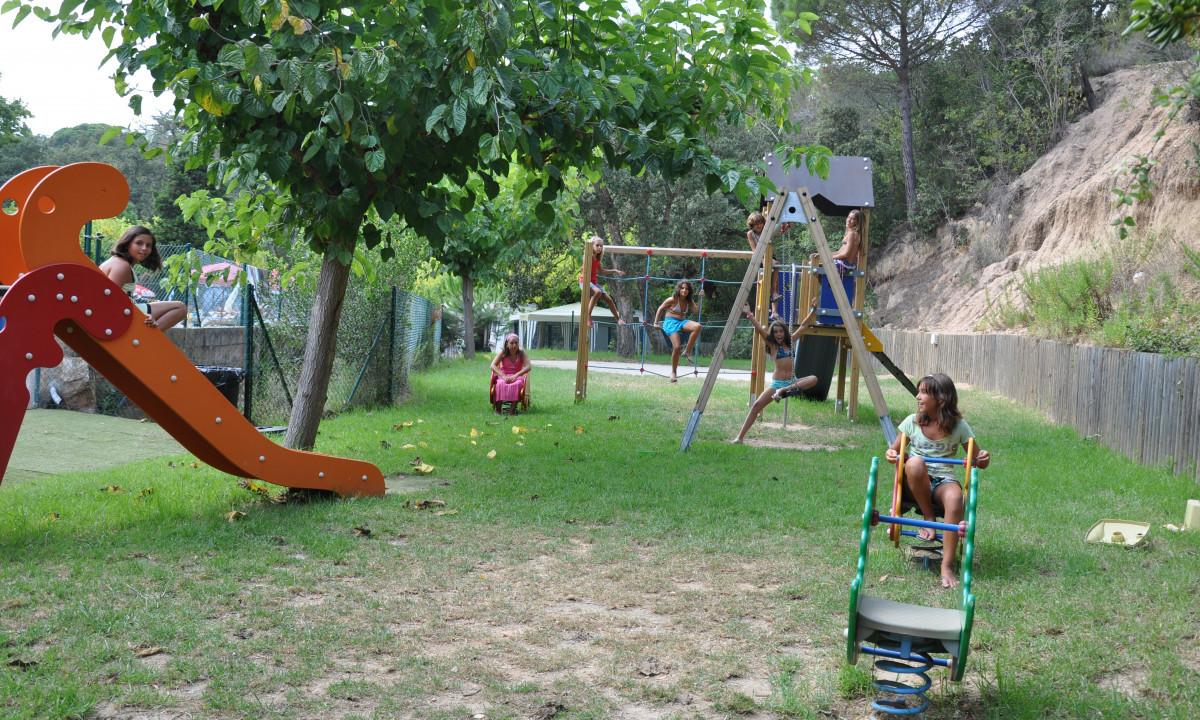 Sjov for børnene på legepladsen