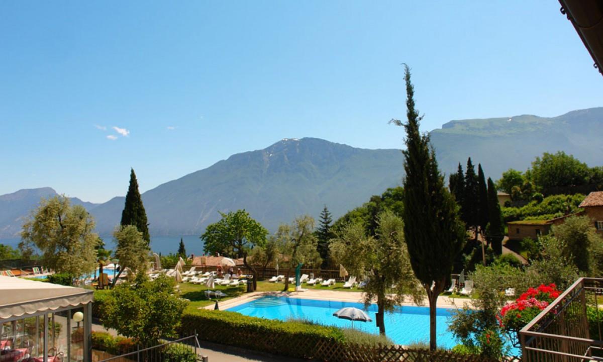 Pool på Hotel Bazzanega