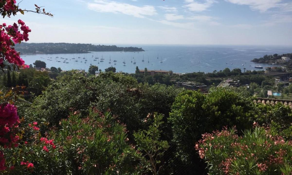 Udsigt til det smukke omraade ved Den Franske Riviera