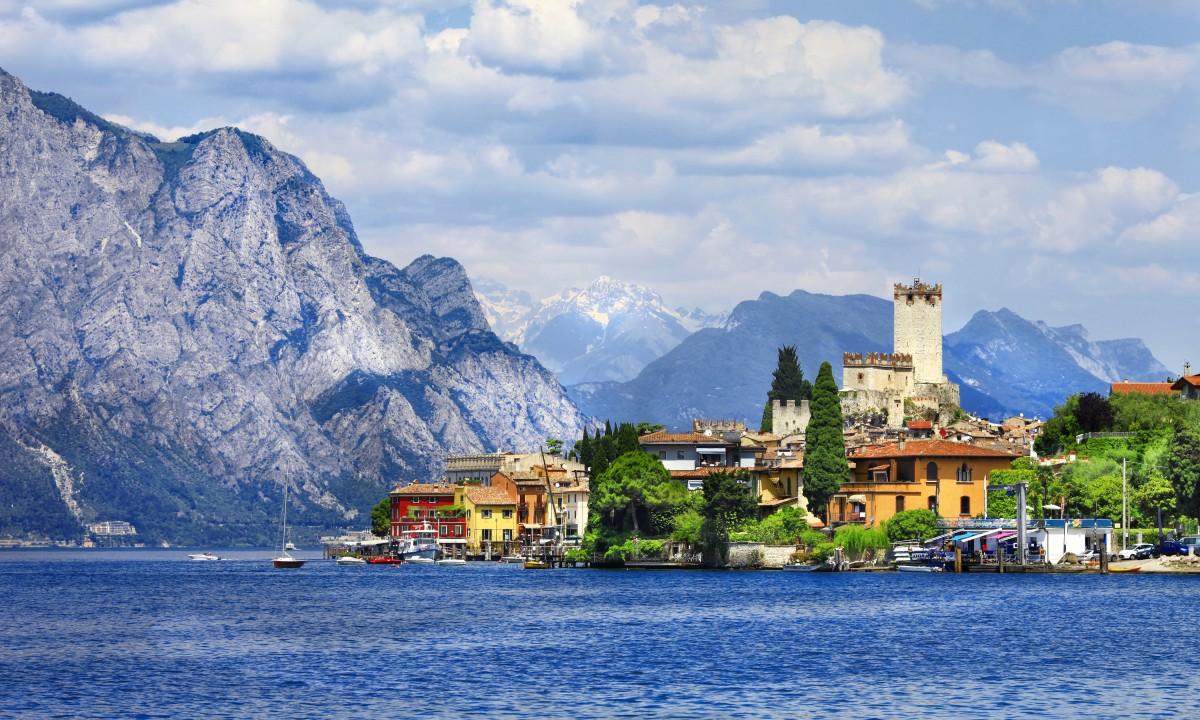 Gardasoeen i Italien - Malcesine by - Borg ved soeen