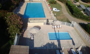 Afslapning ved poolområdet