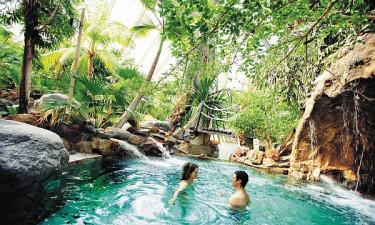 Les Trois Forêts - Poolområde omgivet af klipper og palmer