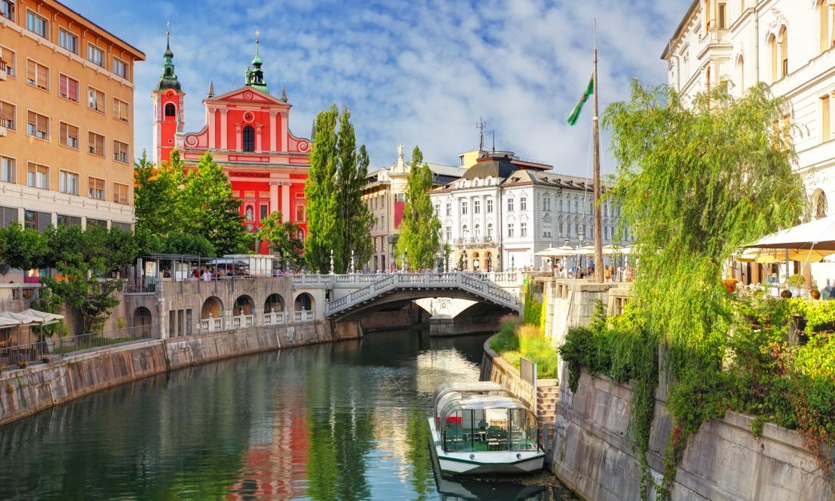 Ljubljana - Flod løber igennem hovedstaden