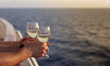 Drikkelse - Nyd et glas hvidvin ombord