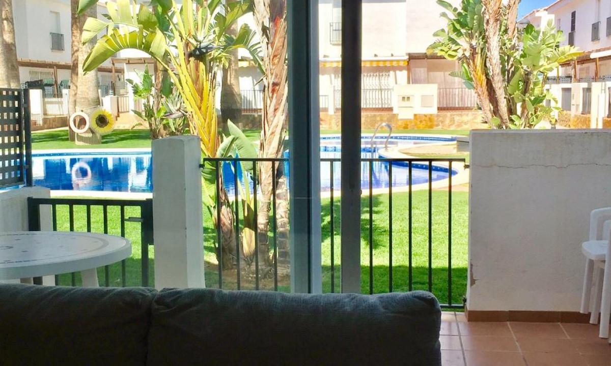 Palm Beach - Udsigt til poolen fra egen terrasse