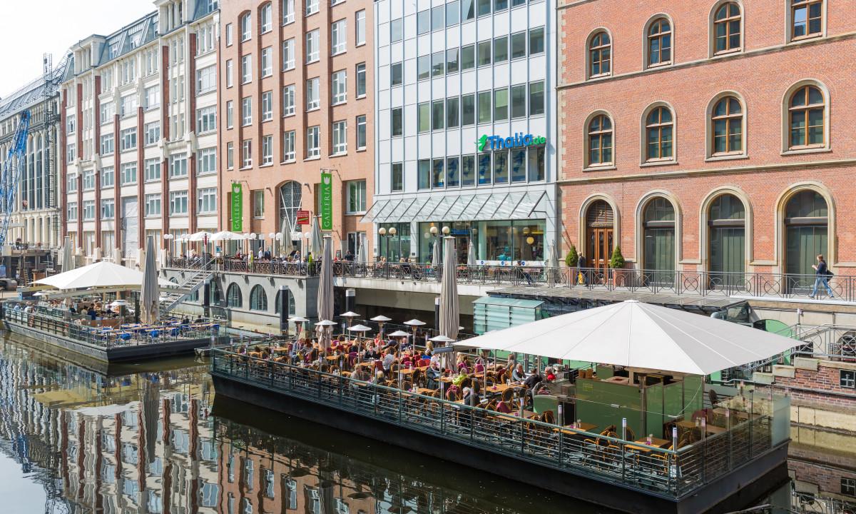 Hyggelig restaurant ved floden