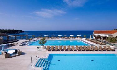 Skønne bademuligheder med både pool og strand