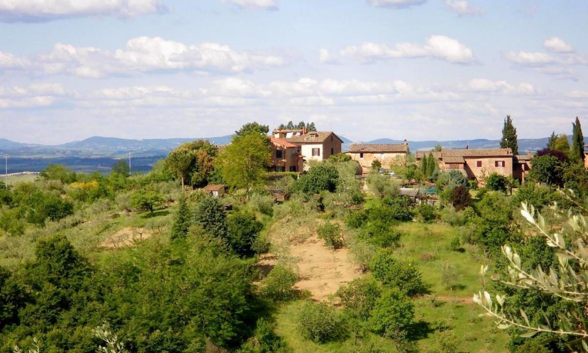 Il Capannettino feriekompleks set udefra i det toskanske landskab