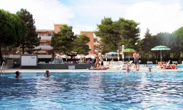 Kæmpe poolområde og tætbeliggende strand
