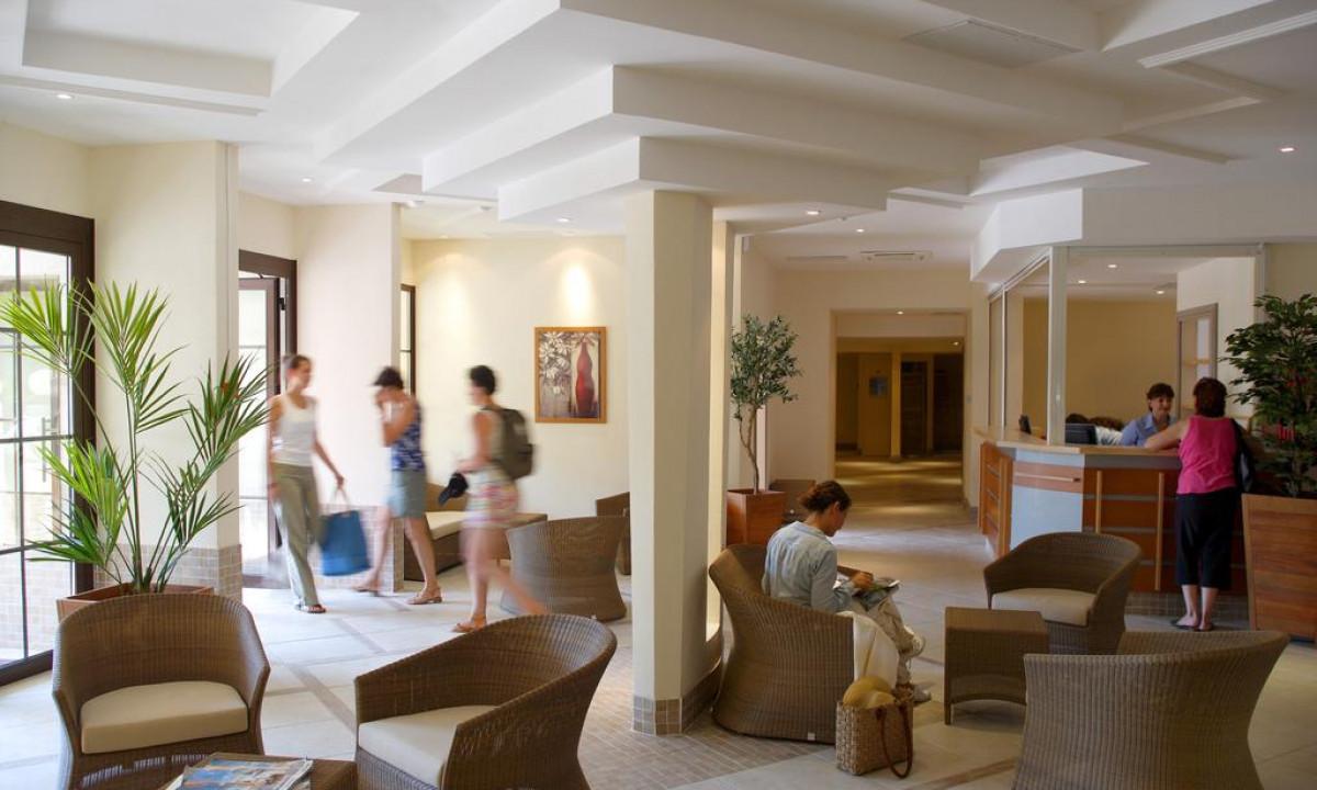 Reception og lobby paa Heliotel Marine
