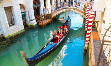 Venedig - Familie sejler i gondol