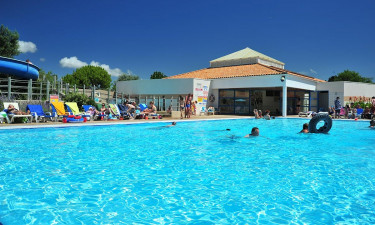 Strand og poolområde